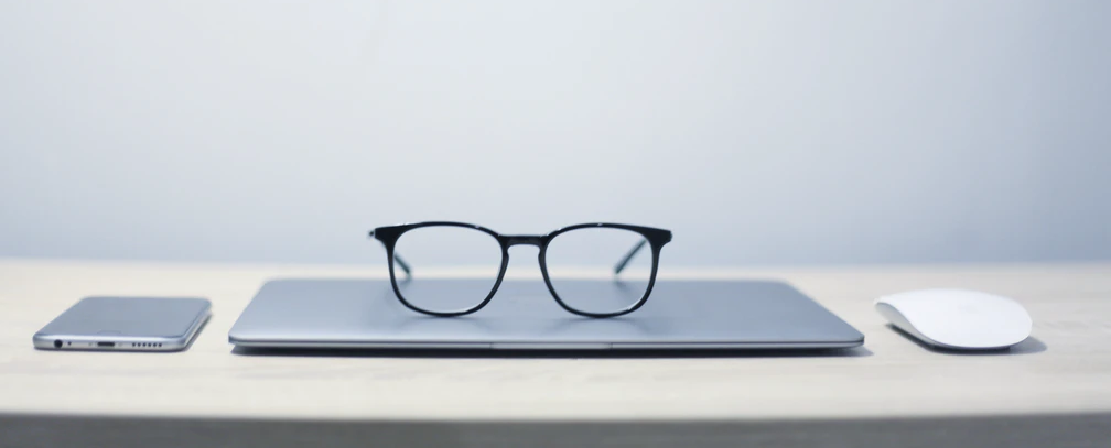Simple Ray-Ban Type Design of Apple Glasses
